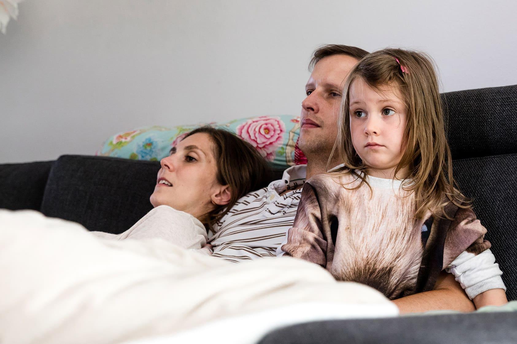 familienfotos-in-darmstadt-familienfotograf-darmstadt-familienfotografie-familienfotos-homestory-fotoreportage-katharina-zwerger-fotograf-darmstadt