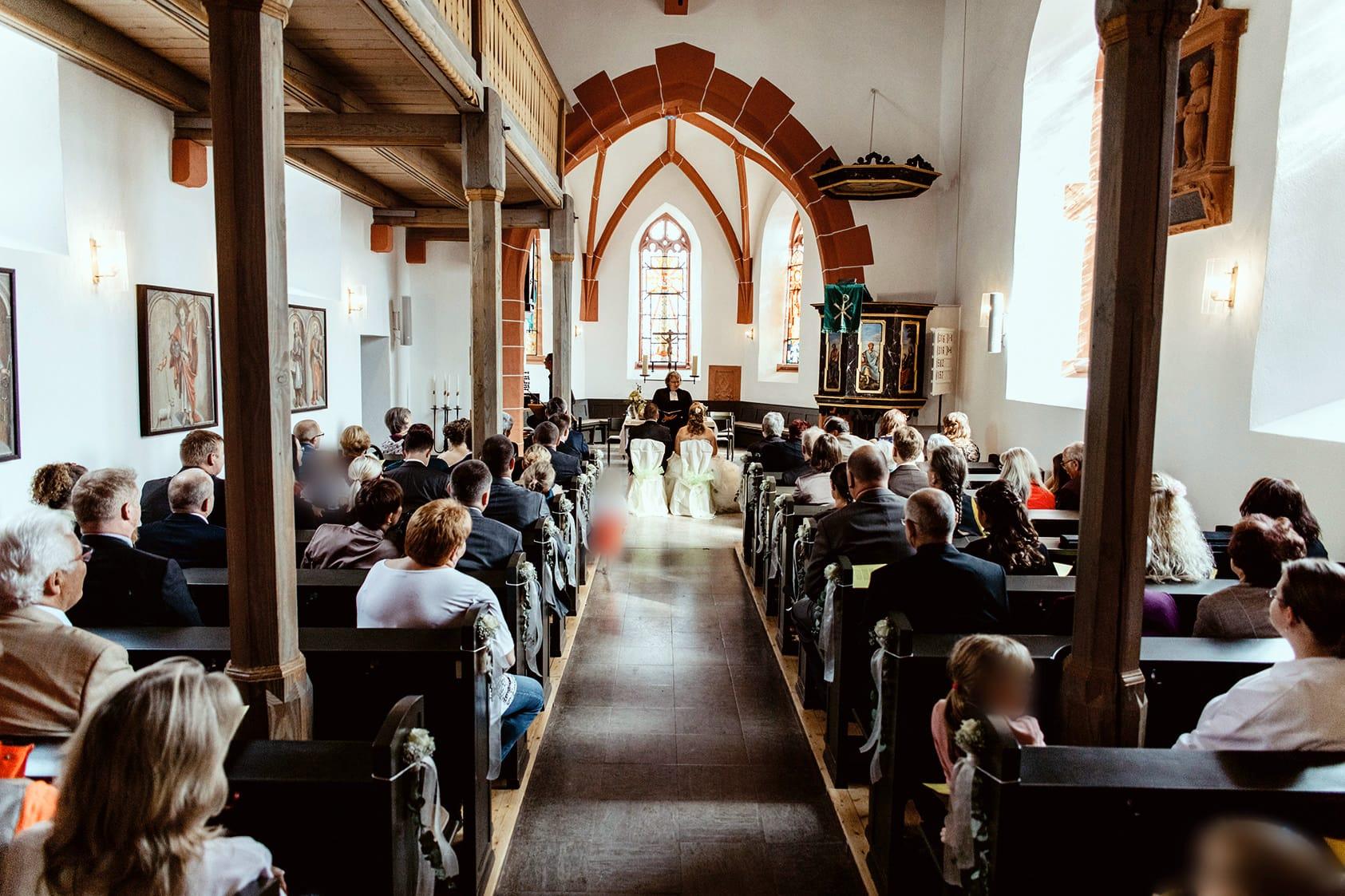 Hochzeitsreportage-Darmstadt-Heiraten-Hochzeitsfotograf-Katharina-zwerger-Pinetree-photography-hochzeit-odenwald-lautertal-Bullihochzeit