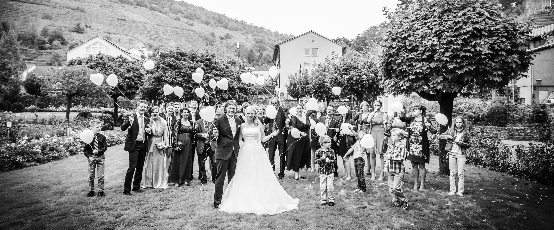 Hochzeitsreportage-Klingenberg-Fotograf-Katharina-Schwerber-Zwerger-Brautfotografie-Paarfotograf-Heiraten-Darmstadt-Gruppenfoto-mini