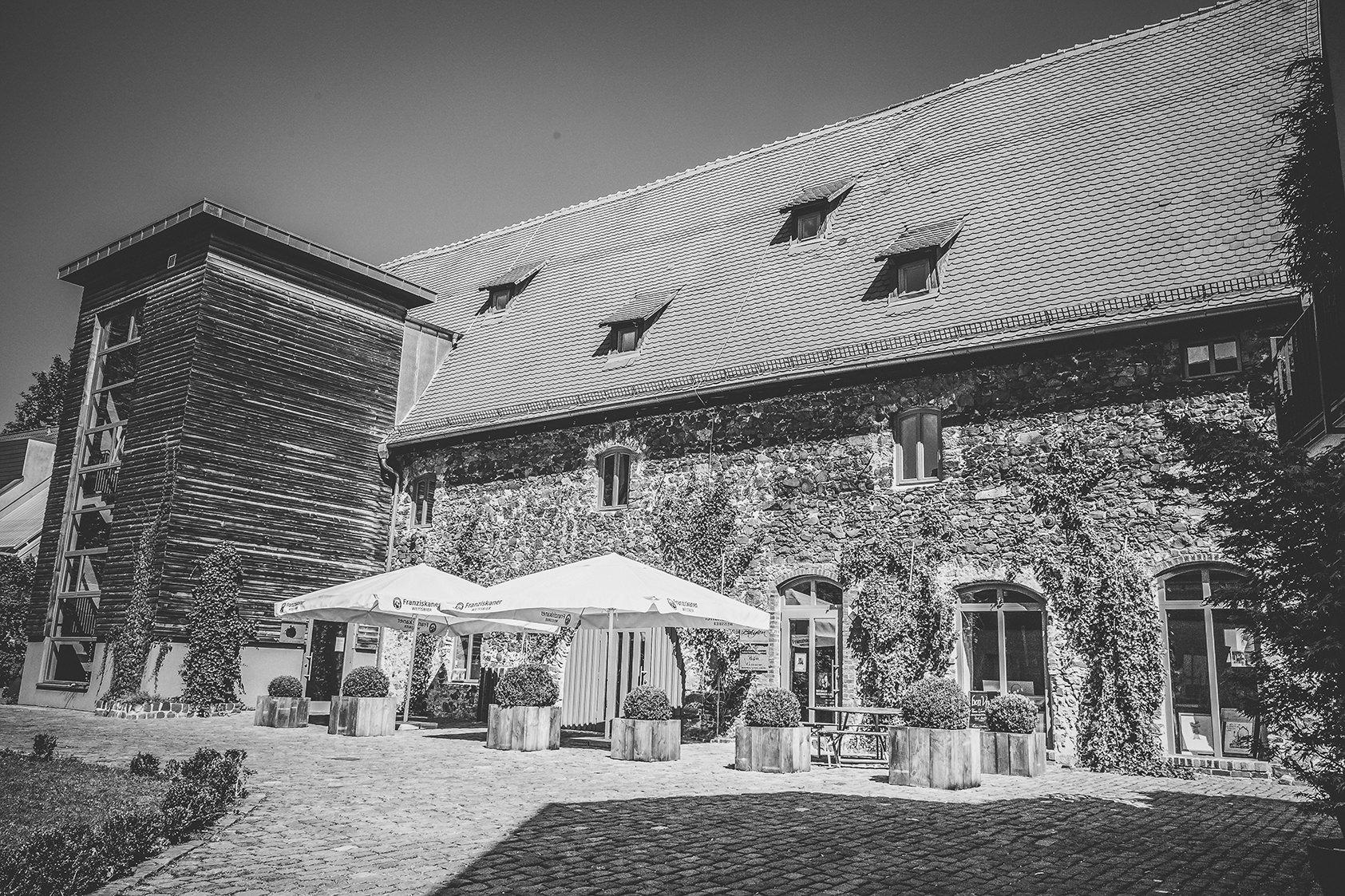 Hochzeitsreportage-Zehntscheune-Hanau-Hochzeitsfotograf-Vintage-schwwarzweissfotografie-standesamtzehntscheune