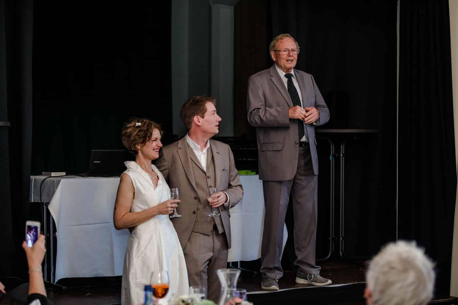Vater hält Rede zum Brautpaar Prinz-Emil-Schlösschen in Darmstadt.