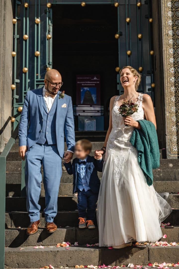 Brautpaar verlässt den Hochzeitsturm Darmstadt
