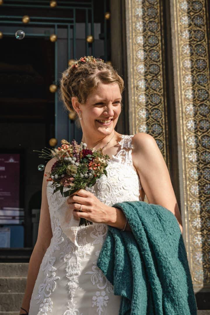 Braut vor dem Hochzeitsturm Darmstadt