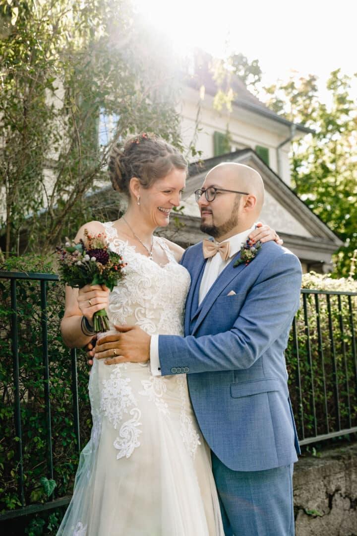Brautpaar vor dem Vortex Garten