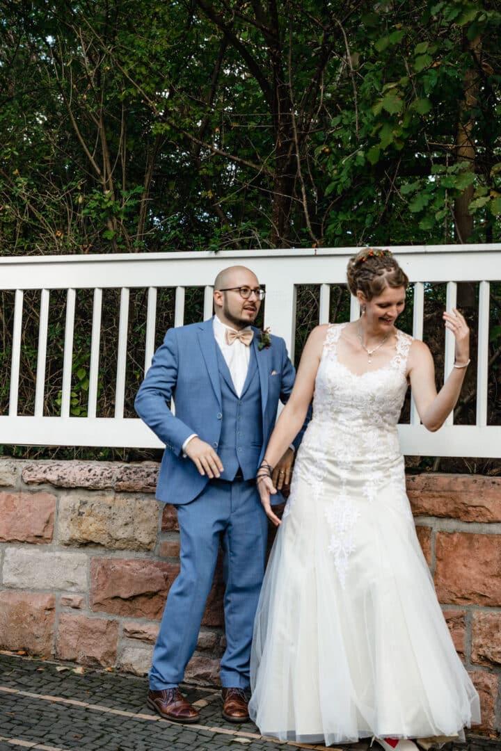 Brautpaar mach den Robotertanz
